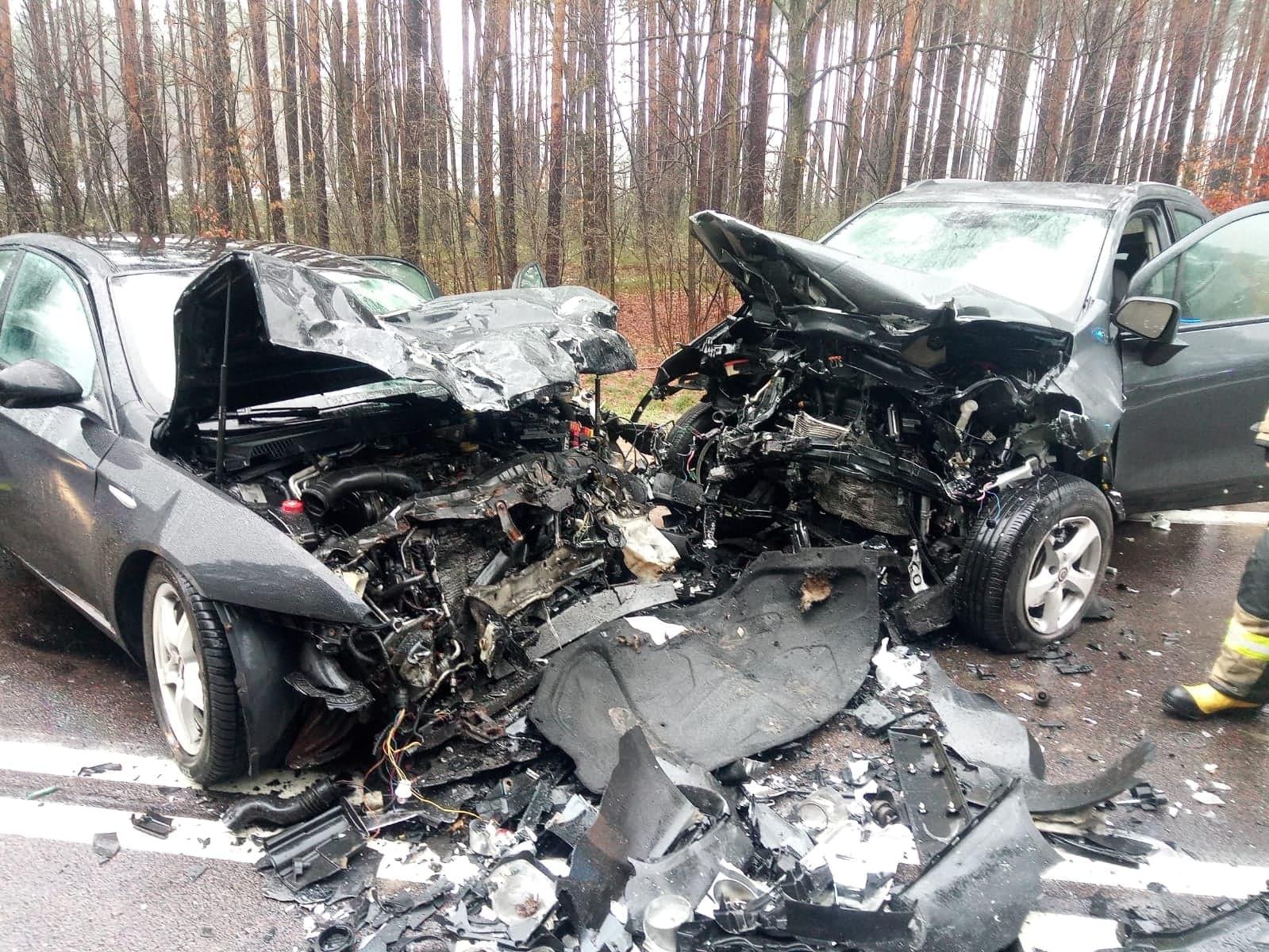 Trasa Mielec - Rzeszów była zablokowana! Czołowe zderzenie dwóch samochodów [MAPA, ZDJĘCIA] - Zdjęcie główne