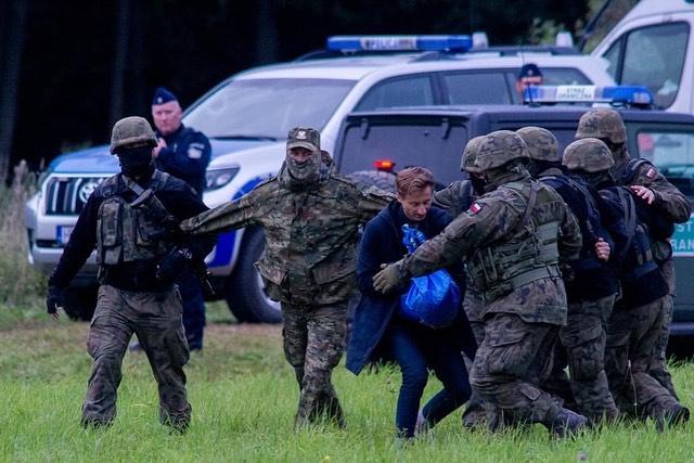 Kryzys na granicy! Poseł Koalicji Obywatelskiej zatrzymany [ZDJĘCIA] - Zdjęcie główne