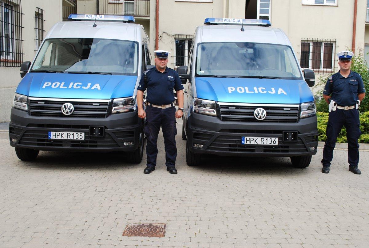 Cztery nowe radiowozy dla policji. Trafią do wydziałów ruchu drogowego [ZDJĘCIA] - Zdjęcie główne