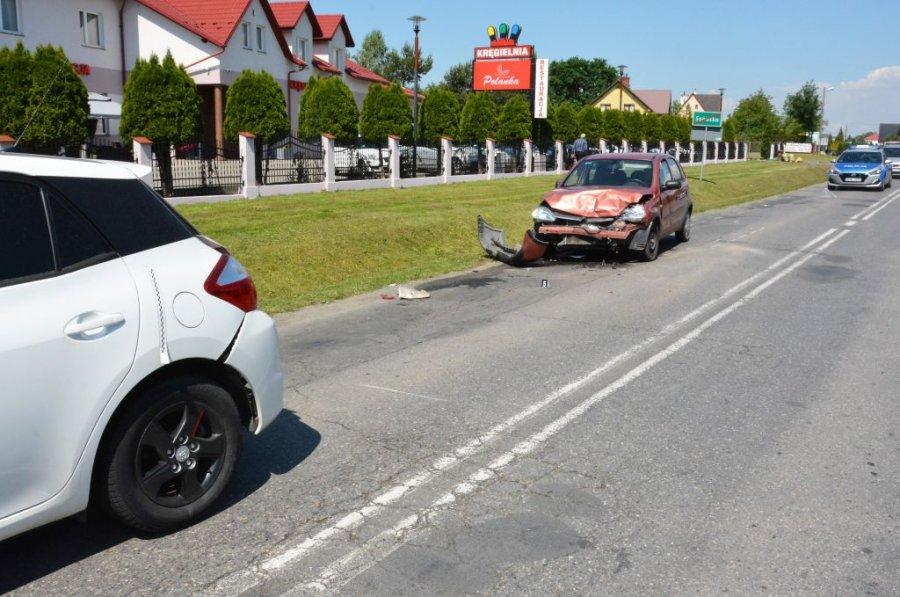 Kraksa trzech pojazdów. Jedna osoba została poważnie ranna [ZDJĘCIA] - Zdjęcie główne