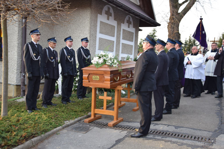 Tłumy parafian żegnały tragicznie zmarłego księdza kanonika [FOTO] - Zdjęcie główne