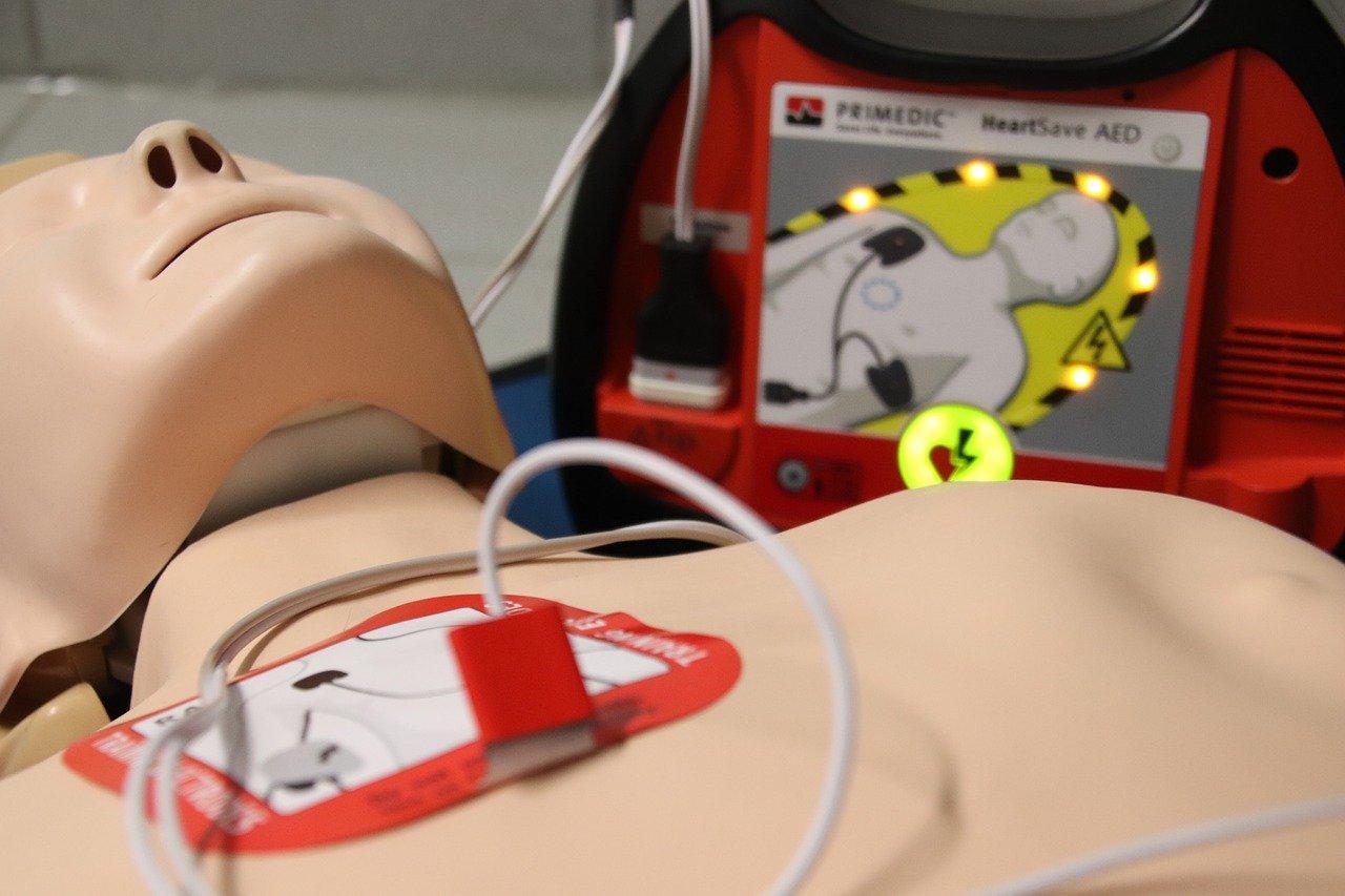 Setki defibrylatorów pojawią się w Rzeszowie. Wystartowała akcja #dajemyserce [ZDJĘCIA] - Zdjęcie główne