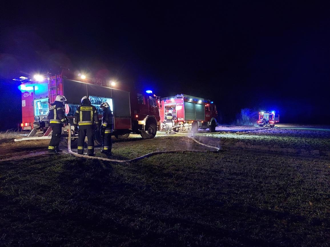 Przyjechali gasić pożar. Okazało się, że ogień płonie na drugim brzegu rzeki [ZDJĘCIA] - Zdjęcie główne