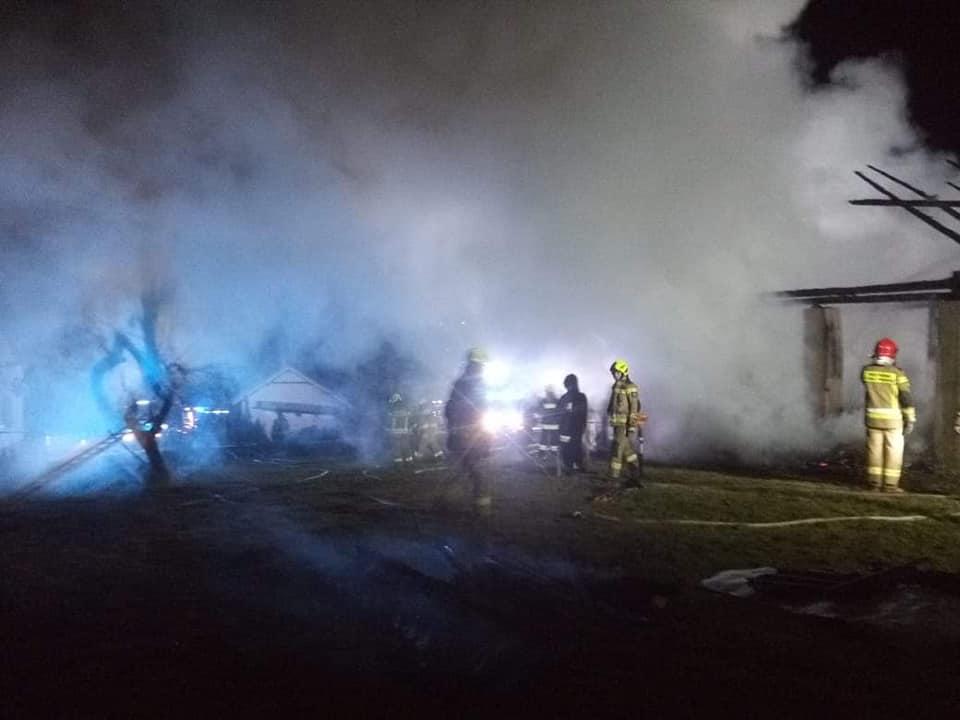 Pożar w Strzegocicach. Spłonął budynek gospodarczy [ZDJĘCIA] - Zdjęcie główne