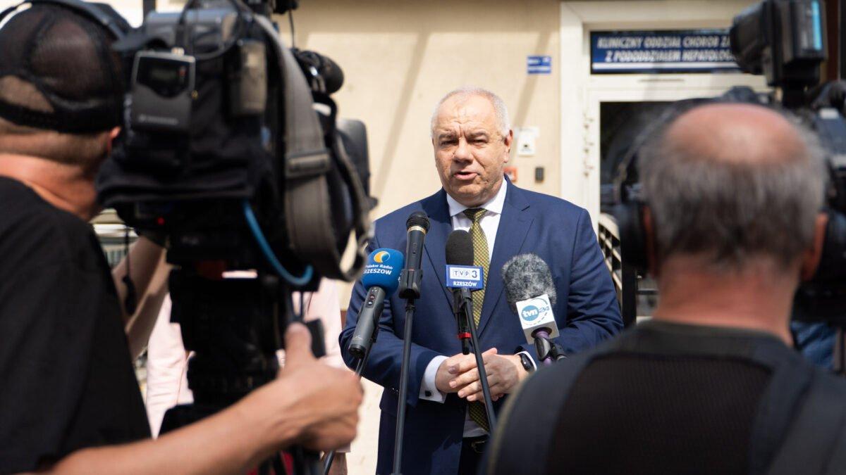 """Minister od """"wyborów kopertowych"""" zapowiada pomoc w poprawie zdrowia Polaków - Zdjęcie główne"""