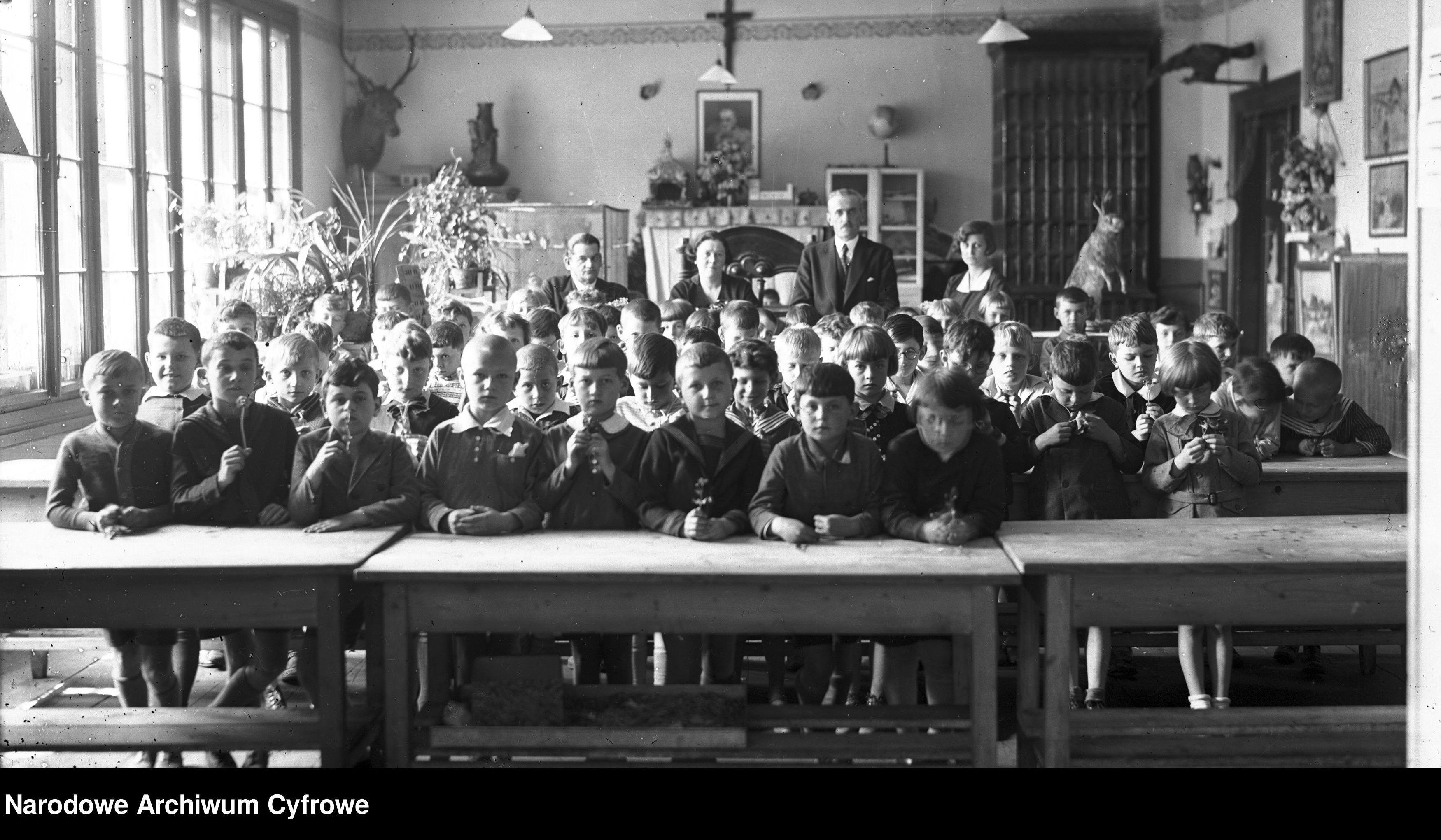 Tak dawniej wyglądała nauka w szkole. Zobaczcie archiwalne fotografie [ZDJĘCIA] - Zdjęcie główne