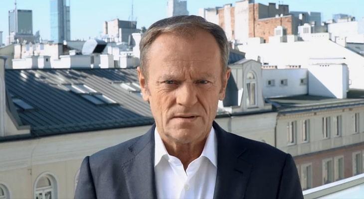 """Donald Tusk wzywa """"do obrony Polski europejskiej"""". Protesty w całym kraju, także w Rzeszowie - Zdjęcie główne"""