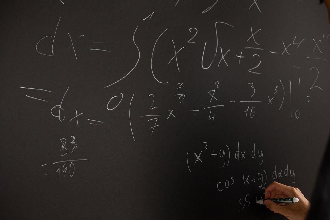 PRÓBNA MATURA 2021: Takie zadania trzeba było rozwiązać na matematyce [ARKUSZE, ODPOWIEDZI] - Zdjęcie główne