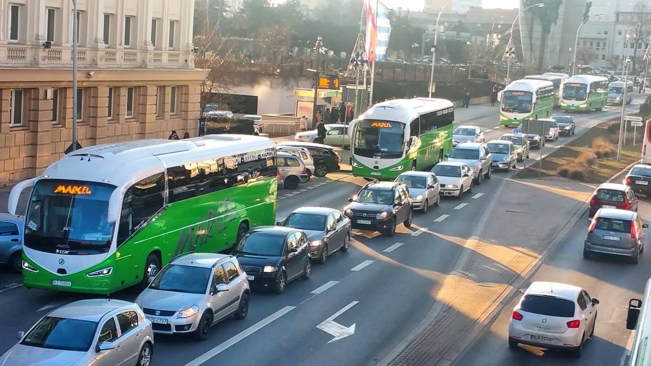 Busy Marcela nie będą już odjeżdżać spod Europy. Czyli skąd? [MAPA AKTUALIZACJA] - Zdjęcie główne