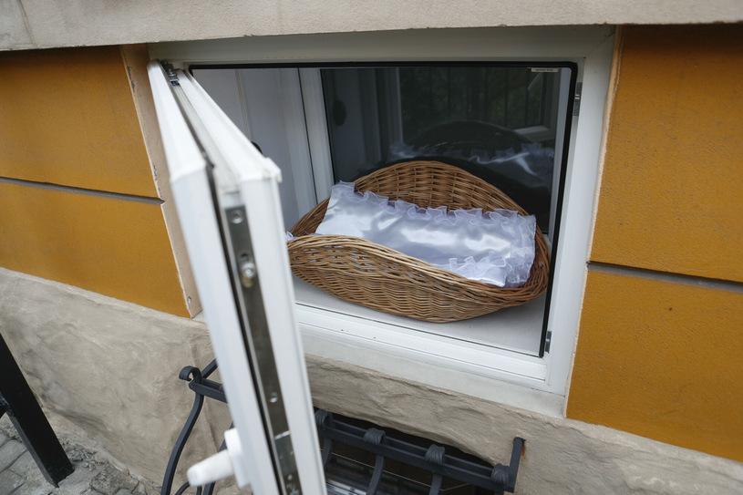 Niemowlak w Oknie Życia  - Zdjęcie główne
