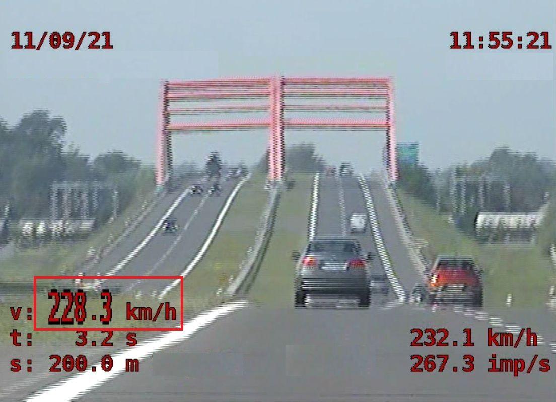 Pirat drogowy na autostradzie A4! Pędził jak szalony [WIDEO] - Zdjęcie główne
