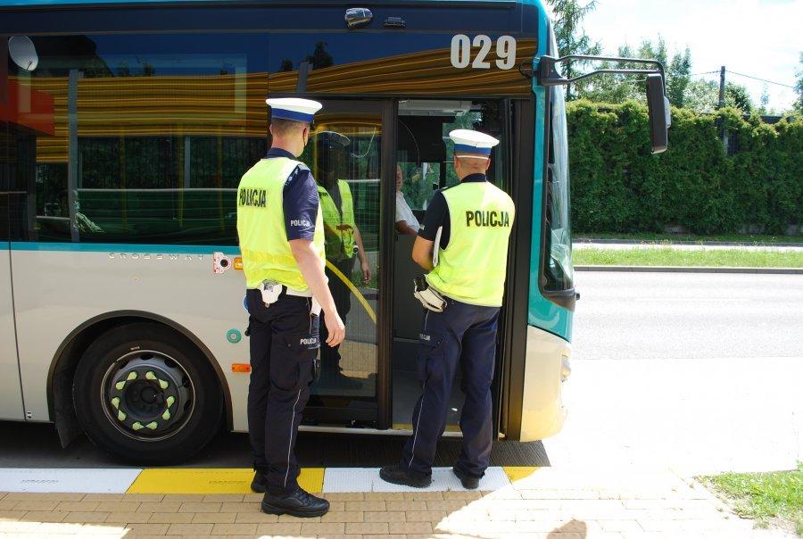 Kontrole maseczek w autobusach. Za jej brak grozi 500 zł mandatu! [ZDJĘCIA] - Zdjęcie główne