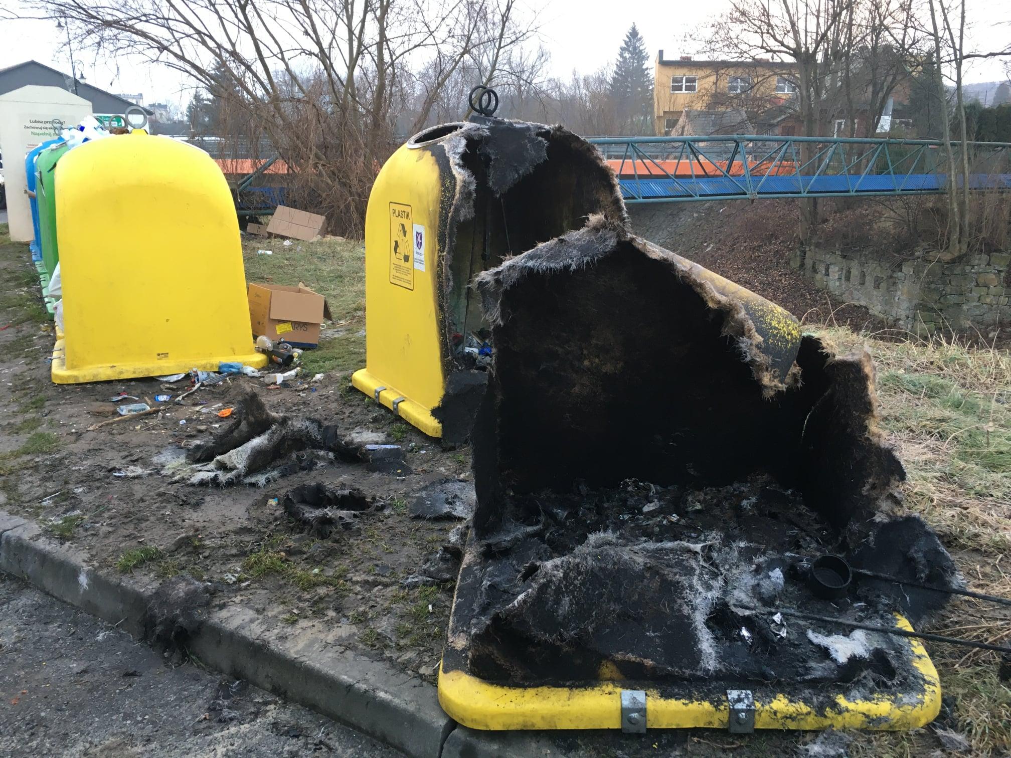 Spalili kosze na śmieci w Sylwestra - Zdjęcie główne