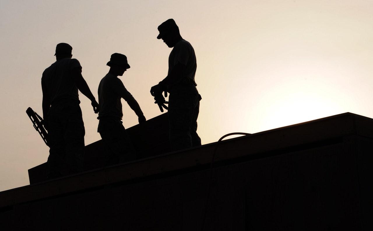 Afrykański żar przy pracy. Inspekcja pracy zapowiada kontrole i surowe kary finansowe! - Zdjęcie główne