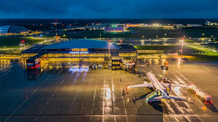 Poważny spadek pasażerów na lotnisku w Jasionce. Zbliża się widmo bankructwa? - Zdjęcie główne