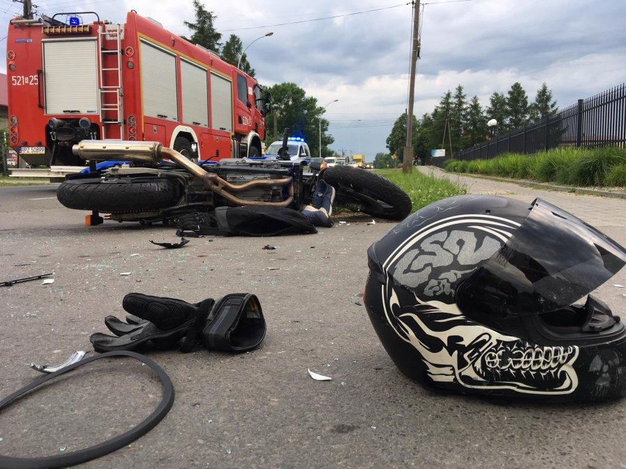 Wyprzedzanie zakończone zderzeniem z samochodem - Zdjęcie główne