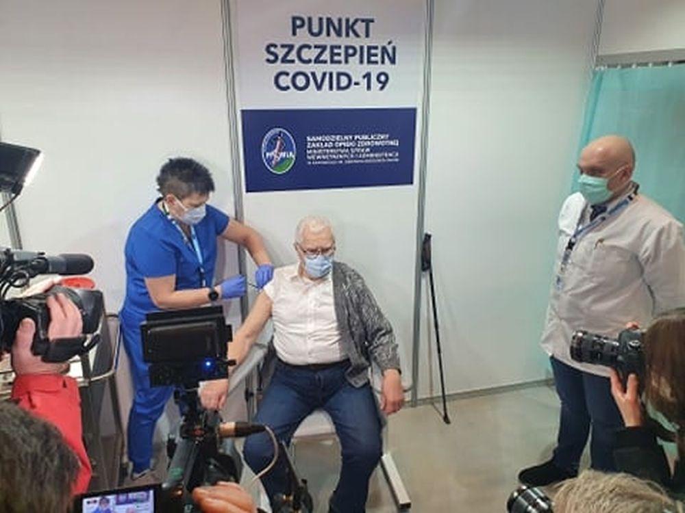 Ruszyło szczepienie seniorów! Kolejne szpitale wstrzymują zapisy! - Zdjęcie główne