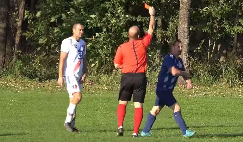 SKANDAL podczas meczu piłkarskiego! Sędzia uderzony w twarz! [WIDEO] - Zdjęcie główne