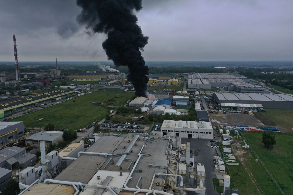 Ogromny pożar magazynów koło Tarnobrzega! [VIDEO, FOTO, AKTUALIZACJA] - Zdjęcie główne