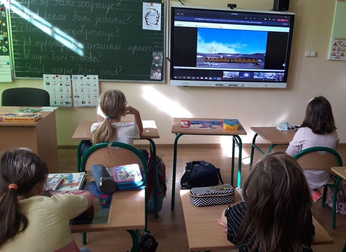 W tej szkole dzieci z klas 4-8 chodzą na normalne lekcje - Zdjęcie główne