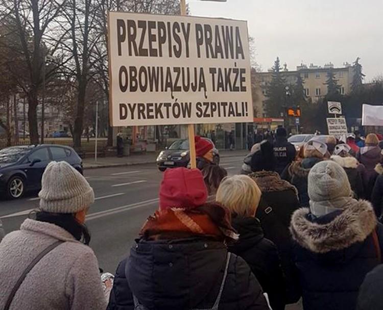 Pielęgniarki z całej Polski PROTESTUJĄ w Rzeszowie! [FILM FOTO OŚWIADCZENIE] - Zdjęcie główne