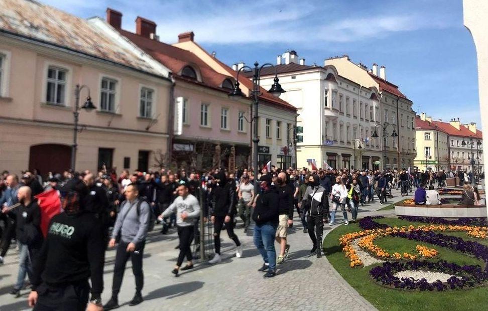 """""""Polaku, dawaj z nami!"""" - protest przeciwko obostrzeniom w Rzeszowie - Zdjęcie główne"""