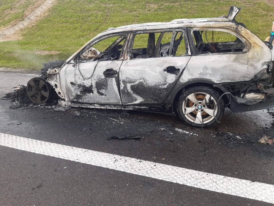 Auto w ogniu na A4 [ZDJĘCIA] - Zdjęcie główne