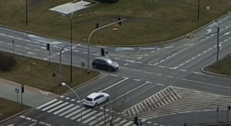 Piruet po zderzeniu dwóch pojazdów [WIDEO] - Zdjęcie główne