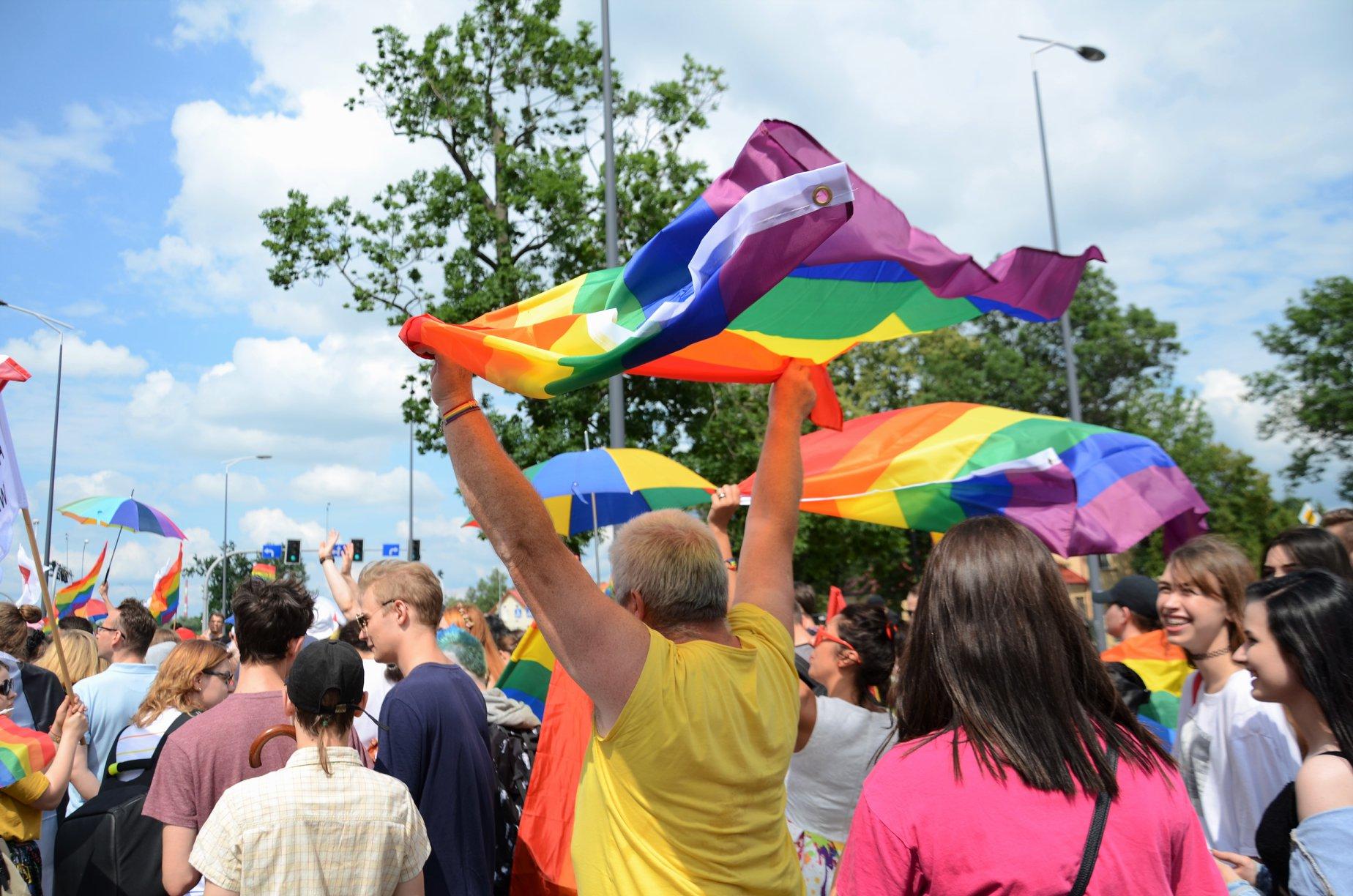 """WAŻNE! Sejmik Podkarpacki uchylił uchwałę """"anty-LGBT""""! [JAK GŁOSOWALI POSZCZEGÓLNI RADNI?] - Zdjęcie główne"""