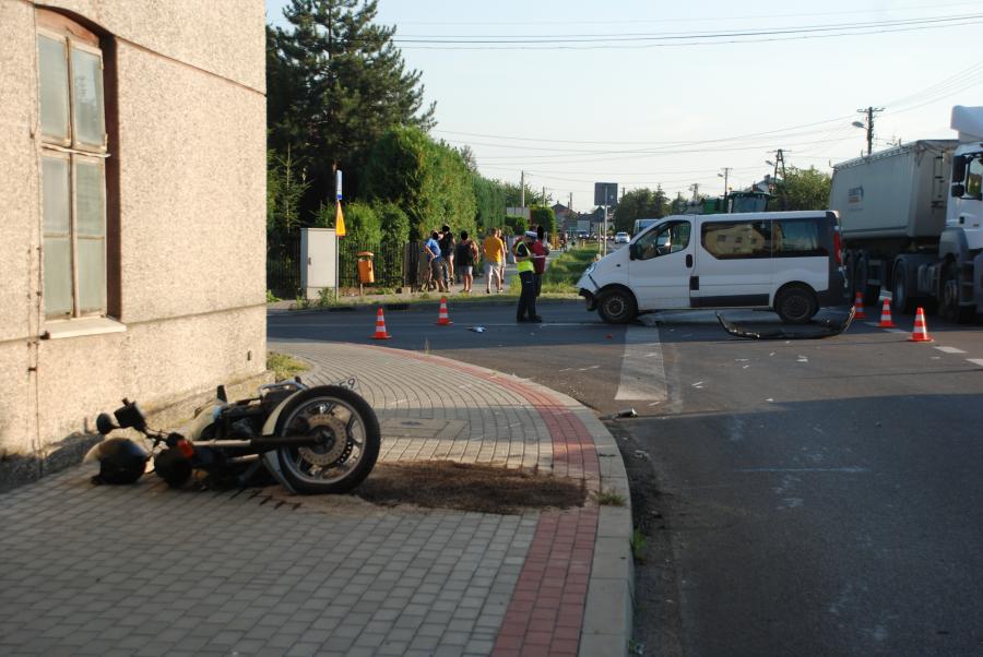 Samochód osobowy zderzył się z 63-letnim motocyklistą [FOTO] - Zdjęcie główne