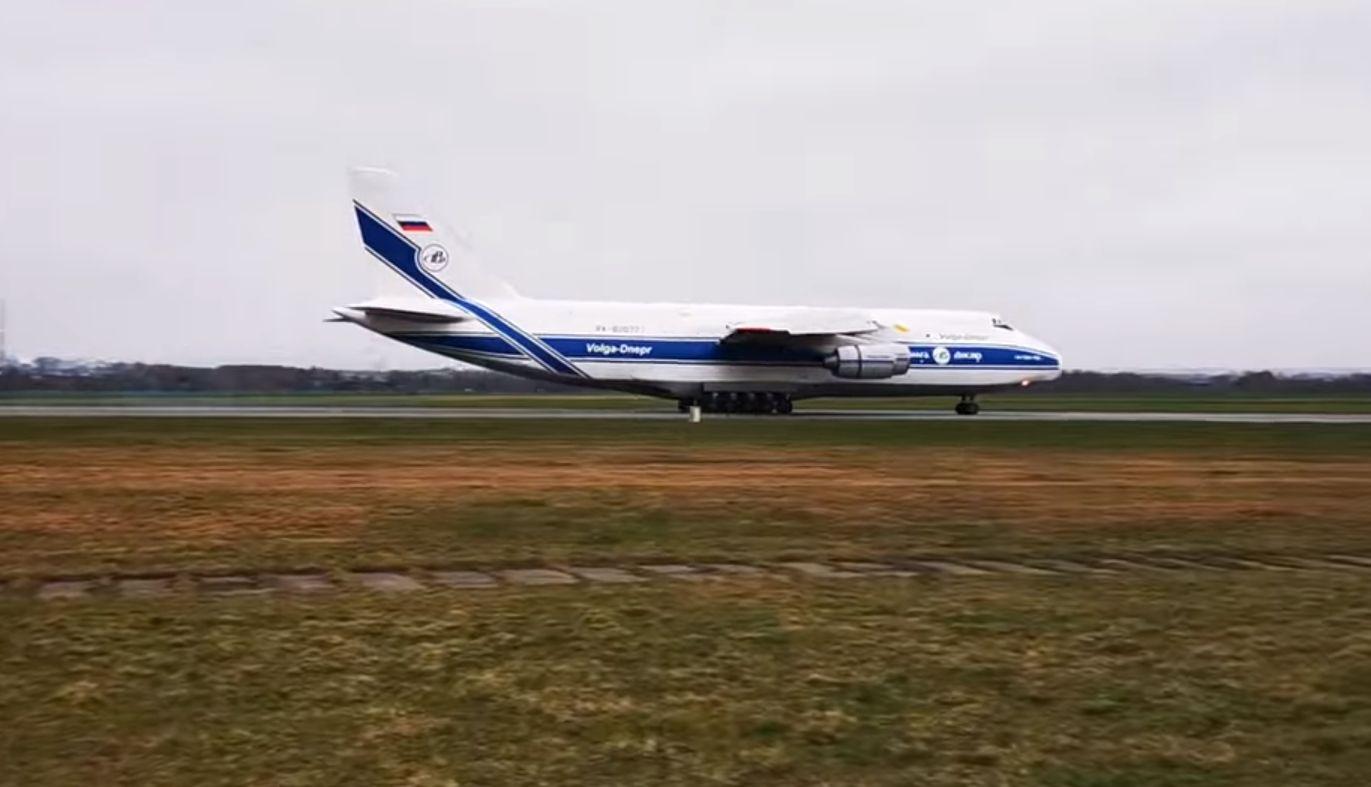 GIGANT wylądował na lotnisku w Rzeszowie-Jasionce [ZOBACZ WIDEO] - Zdjęcie główne