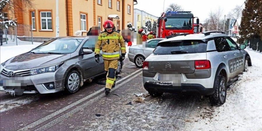 Zderzenie trzech samochód w Przeworsku. Jedna osoba w szpitalu [MAPA] - Zdjęcie główne