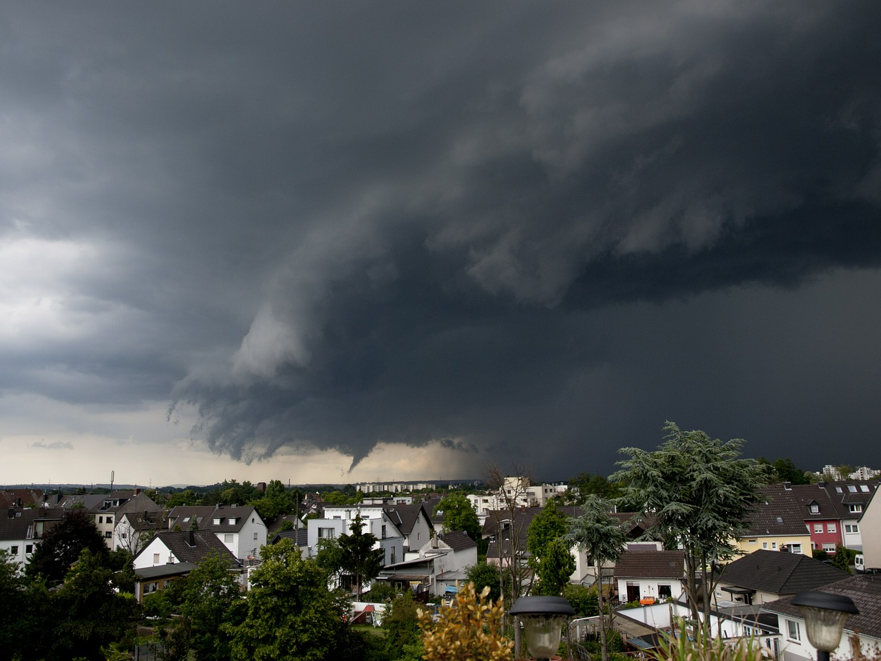 Najpierw upał, później burze, wiatr, grad, a nawet trąba powietrzna! Diametralna zmiana pogody! [GDZIE JEST BURZA - RADAR ONLINE] - Zdjęcie główne