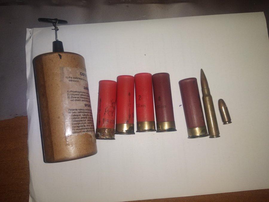 W samochodzie miał amunicję i niewybuchy! - Zdjęcie główne