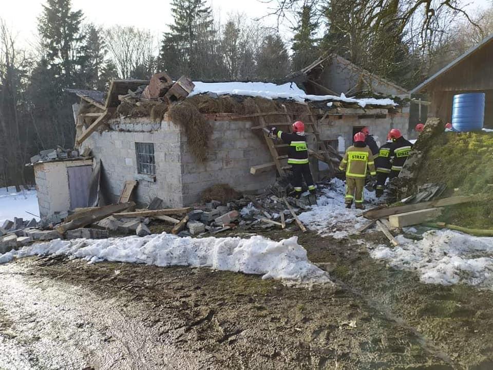 Budynek zniszczony przez napór śniegu. Zawalił się dach - Zdjęcie główne
