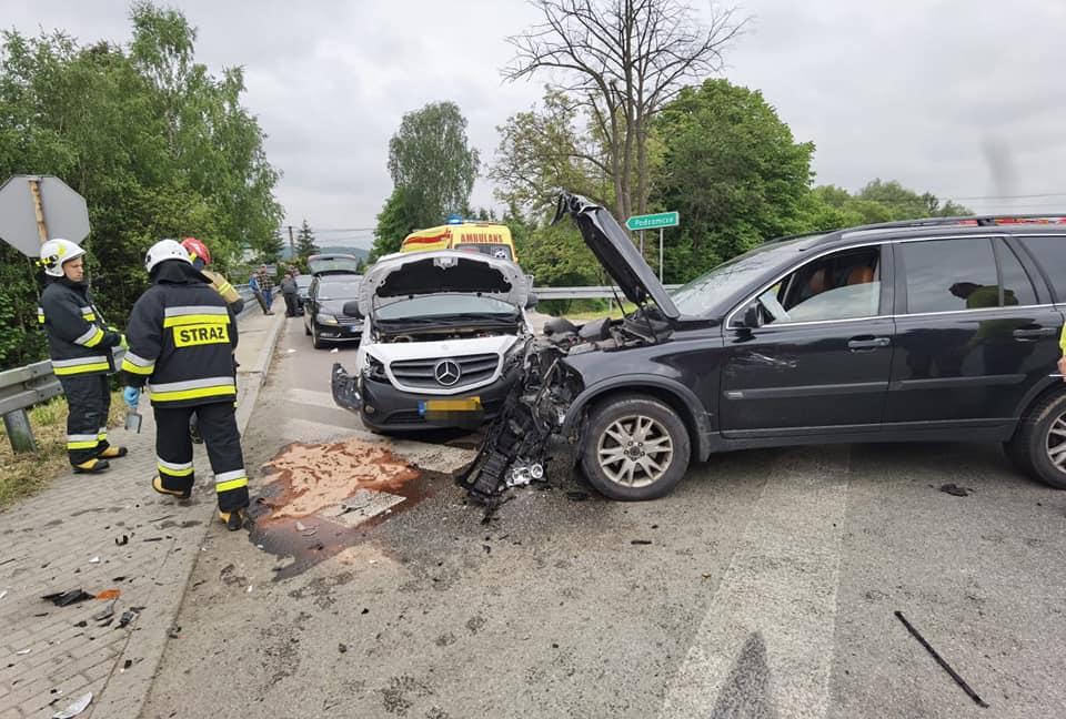 """Wypadek na """"krajowej 19-tce""""! Pierwszy pomocy udzielił kierowca krwiobusu [ZDJĘCIA] - Zdjęcie główne"""