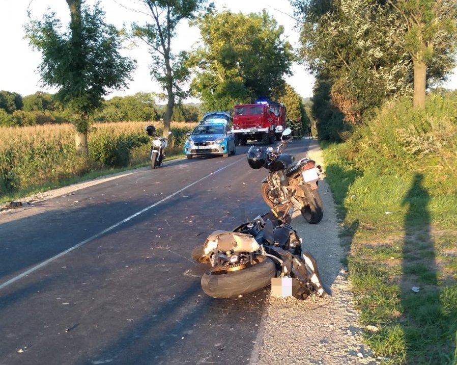TRAGEDIA NA DRODZE! Motocyklista wjechał w tył ciągnika!  - Zdjęcie główne