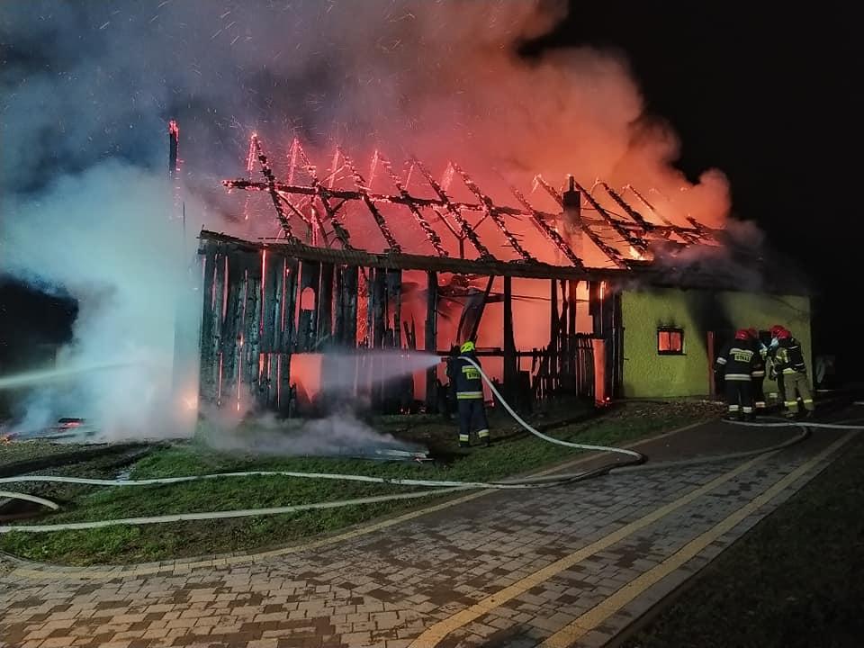 Zwierzęta zginęły w pożarze stodoły. Strażacy walczyli z ogniem - Zdjęcie główne