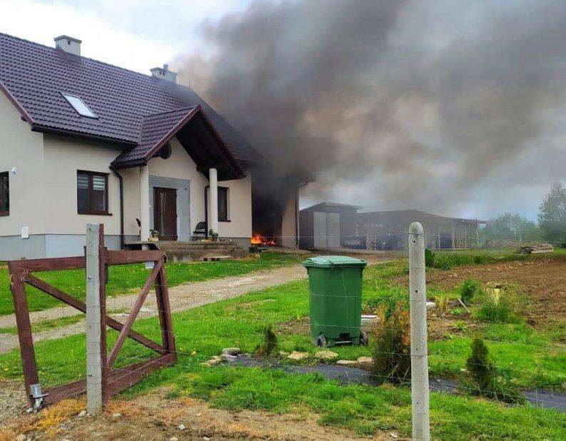 Jechali do niewybuchu i zauważyli pożar [ZDJĘCIA] - Zdjęcie główne
