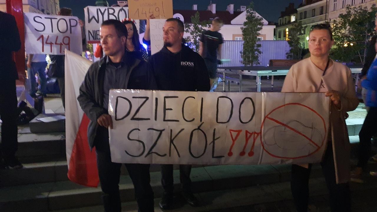 """""""Rząd pod sąd!"""" Protesty przeciwko """"ustawie sanitarnej"""" przybierają na sile!  [ZDJĘCIA] - Zdjęcie główne"""
