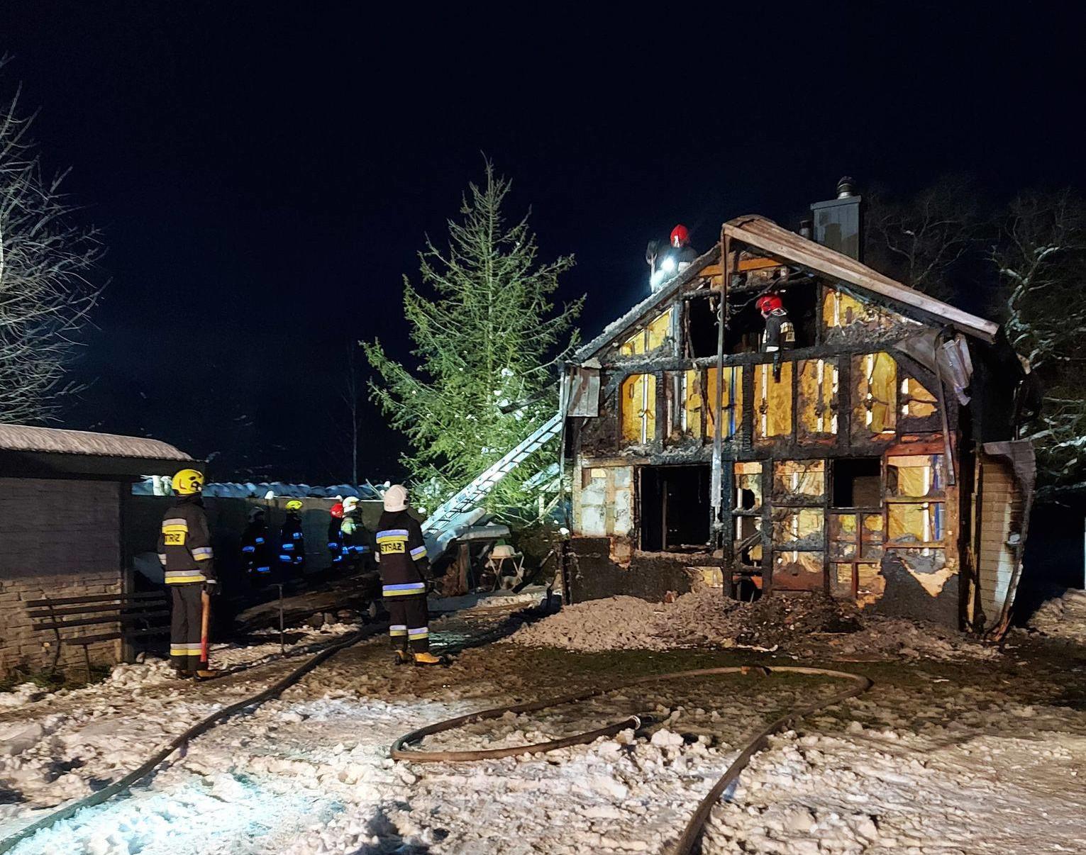 Drewniany domek spłonął. Straty oszacowano na 100 tys. zł - Zdjęcie główne