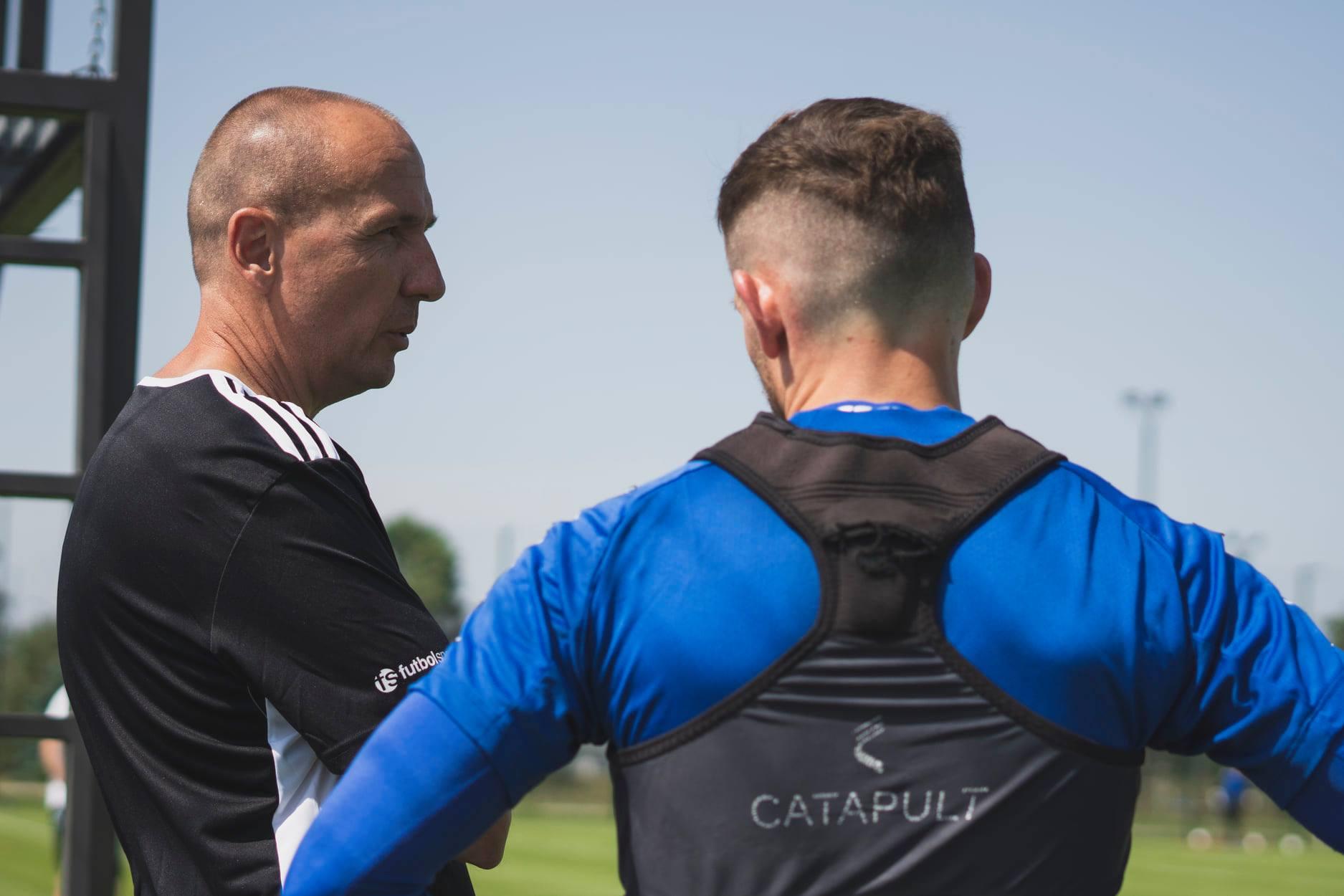 Adam Majewski ma przed sobą trudną misję. W Stali Mielec są nowi piłkarze [ZDJĘCIA, WIDEO] - Zdjęcie główne