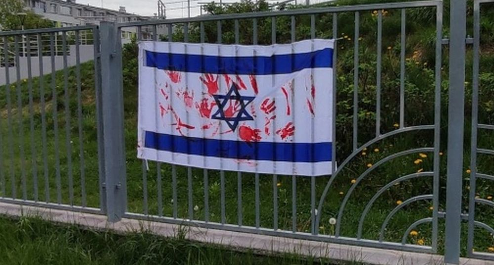 """""""Zakrwawione"""" flagi Izraela! Kto zdecydował się na taką manifestację polityczną? - Zdjęcie główne"""