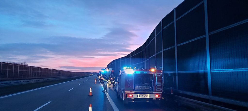 Rozbił auto o ciężarówkę na autostradzie A4 - Zdjęcie główne
