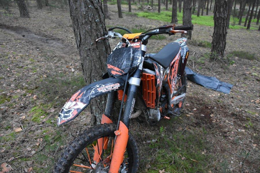 Motocyklista uderzył w drzewo! Nie przeżył! [ZDJĘCIA] - Zdjęcie główne