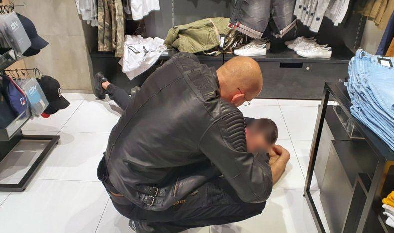 Policjant na zakupach obezwładnił złodzieja - Zdjęcie główne