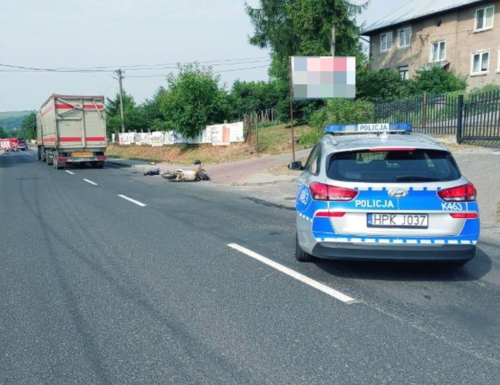 Zderzenie skutera z ciężarówką! Nie żyje jedna osoba! - Zdjęcie główne