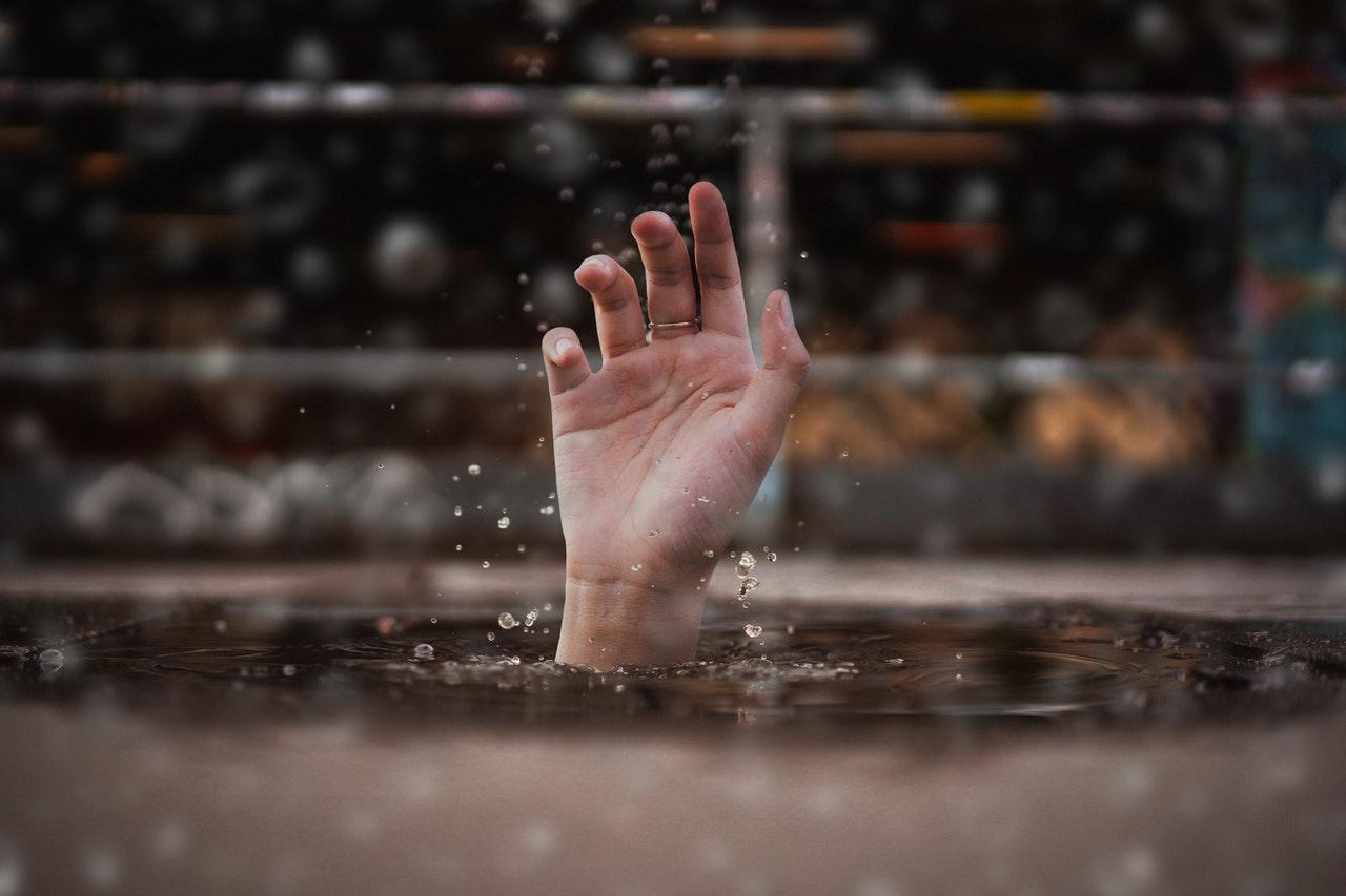 24-latek utopił się w rzece - Zdjęcie główne