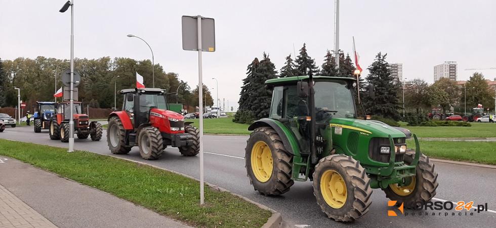 Rolnicy blokowali wjazd do Rzeszowa! Protesty na Podkarpaciu! [VIDEO, FOTO] - Zdjęcie główne