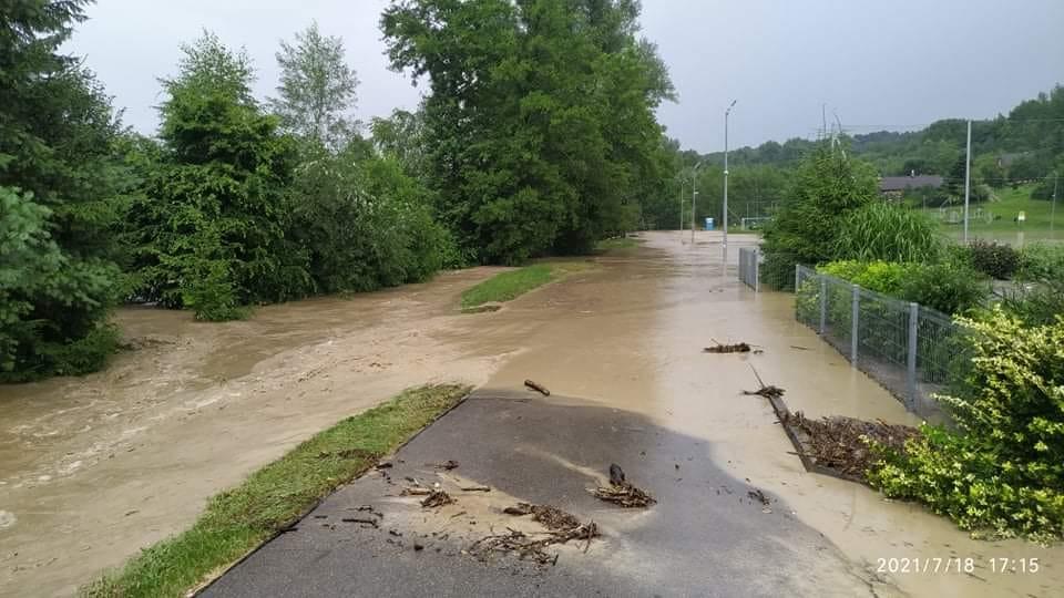 Gradobicie i potężna ulewa koło Rzeszowa! Woda zalała posesje w Boguchwale i Chmielniku [WIDEO, ZDJĘCIA, AKTUALIZACJA] - Zdjęcie główne
